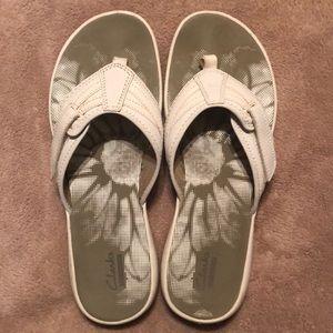 Clarks White Flip Flops size 10